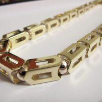 exkluzívny pánsky náhrdelník v cene menšieho automobilu