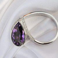 extravagantný a zaujímavý prsteň s  Ametistom a briliantmi osadenými v bielom zlate-1