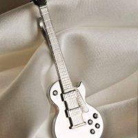 niečo pre pravého rockera...biele zlato a cierne diamanty